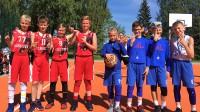 """Iecavas novada kausa 1. posma divas labākās U11 grupas komandas (no kreisās): Viļņas """"Skrajūnai"""" un Ķekavas """"Krunkainās omītes"""" """"Skrajūnai"""" foto"""