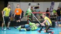 """Šveices klubs """"Rheintal Gators"""" pašaizliedzīgi cīnās savu vārtu priekšā Foto: Ritvars Raits"""