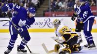 Mets Marejs tiek galā ar kārtējo bīstamo situāciju pie viņa vārtiem. Foto: The Canadian Press/PA Images/Scanpix