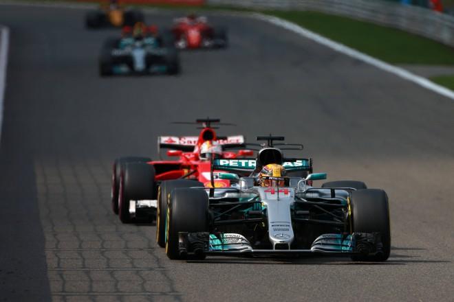 """""""Mercedes"""" komanda sašutusi par jaunajiem F1 noteikumiem"""