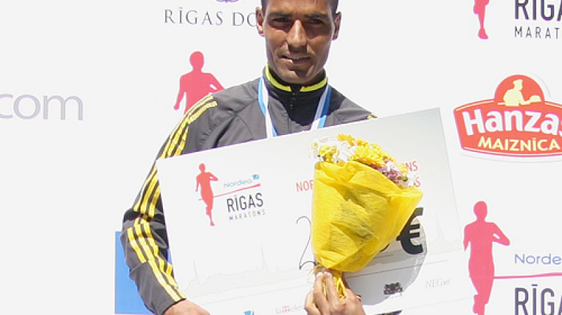 ''Nordea Rīgas maratona'' uzvarētājs Slimani Benazuzs Foto: Renārs Buivids
