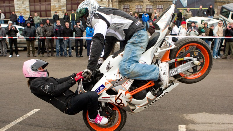 "Foto: motokaskadieru klubs ""StuntFighters"""
