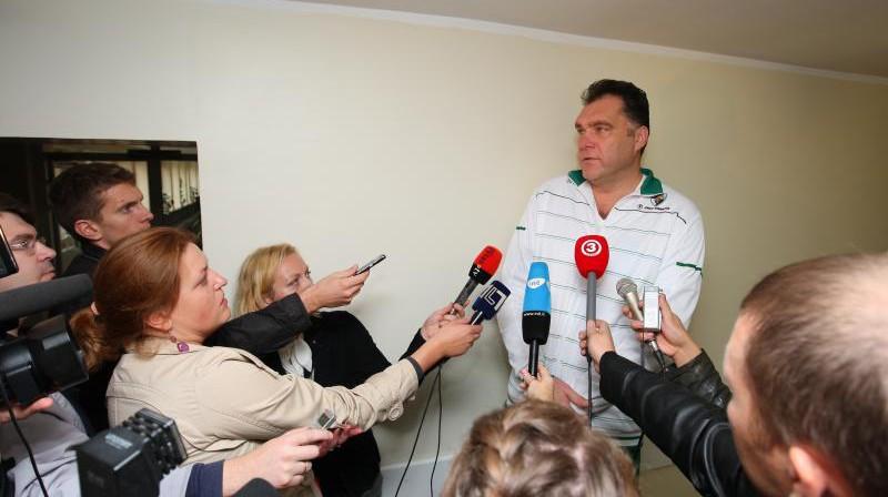 Arvīds Sabonis sarunā ar žurnālistiem Foto: Tomo Raginos / diena.lt