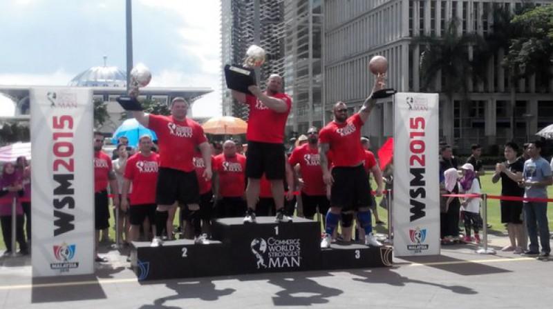 """""""World's Strongest Man"""" labākie - Braiens Šovs, Židrūns Savickis un Haftors Bjornsons. Foto: vk.com/strongmanrusru"""