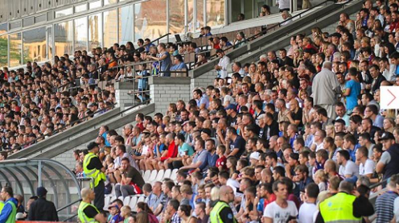 """""""Jelgavas"""" atbalstītāji """"Skonto"""" stadionā pret """"Beitar"""" Foto: Austris Auziņš (jelgavasvestnesis.lv)"""