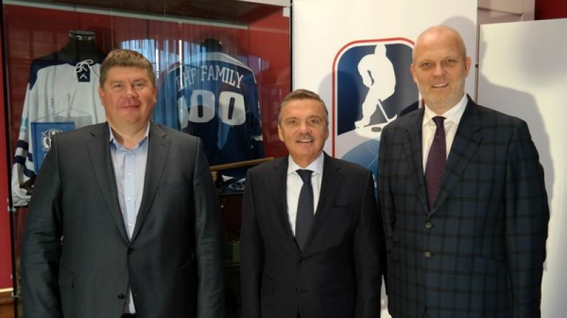 Aigars Kalvītis, Renē Fāzels, Viesturs Koziols. Foto: IIHF / lhf.lv