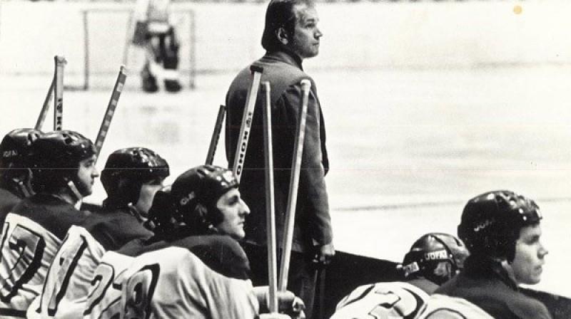"""Ēvalds Grabovskis pie astoņdesmito gadu """"Dinamo"""" modeļa stūres Foto: LHF"""