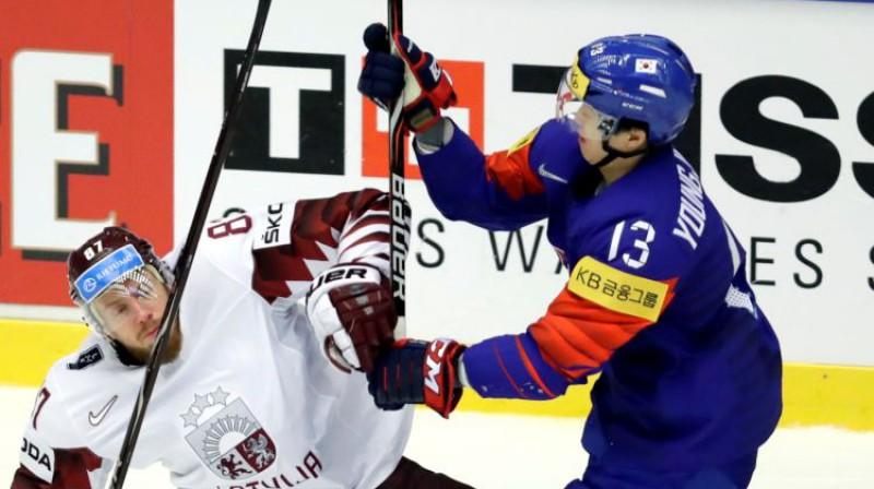 Gints Meija spēlē pret Dienvidkoreju Foto: Reuters/Scanpix