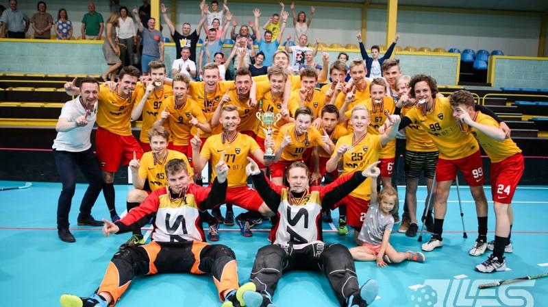 """""""FS Masters/BT1"""" triumfēja U-16 vecuma grupā, kas lielā mērā padara Ulbrokas jauniešu sistēmu par spēcīgāko valstī Foto: Floorball.lv"""
