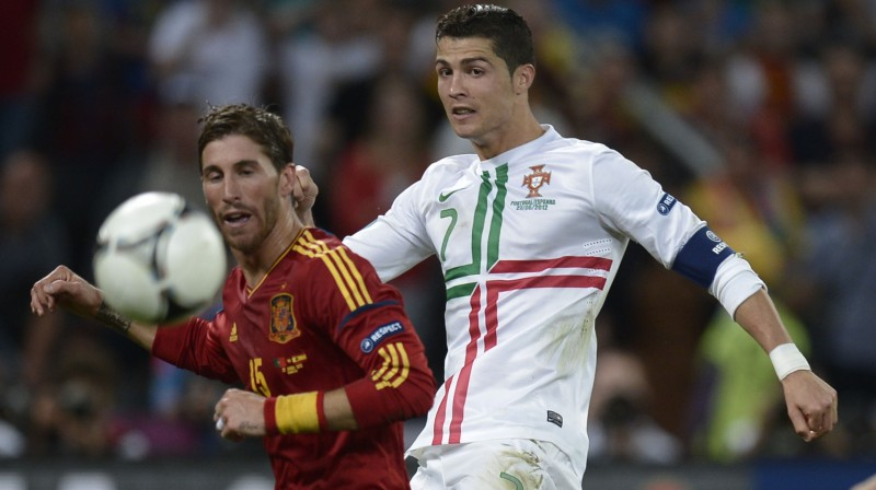 """Abas izlases pēdējoreiz savā starpā tikās """"Euro 2012"""" pusfinālā, un toreiz pendelēs līksmoja Spānija, Ronaldu pēdējā sitiena iespēju nemaz nesagaidot Foto: AFP/Scanpix"""