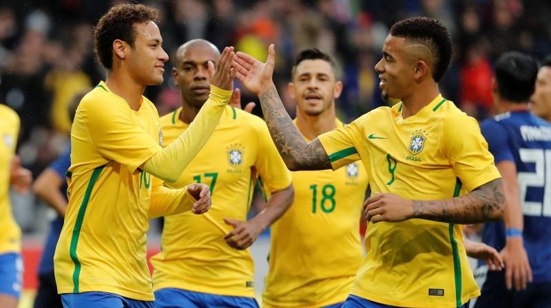 Brazīlijas izlases uzbrukuma līderi - Neimārs un Gabriels Žezušs Foto: Reuters/Scanpix
