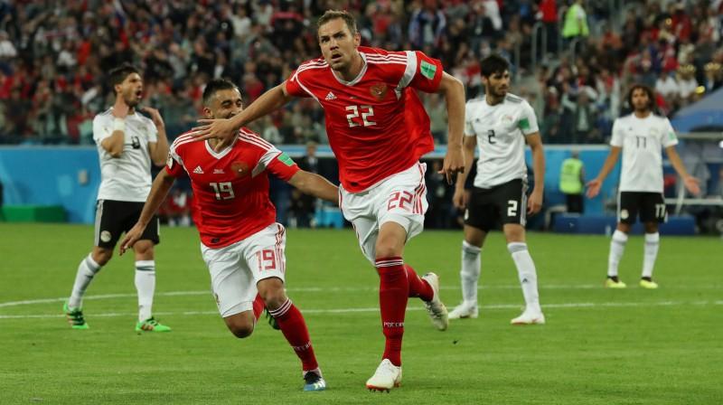 Krievijas izlases futbolists Artjoms Dzjuba priecājas par vārtu guvumu spēlē pret Ēģipti Foto: Reuters/Scanpix