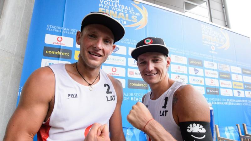 Edgars Točs un Mārtiņš Pļaviņš.  Foto: FIVB