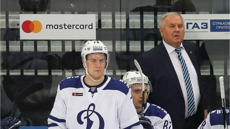 Miks Indrašis, Vadims Šipačovs un galvenais treneris Vladimirs Krikunovs. Foto: hcdinamo.by