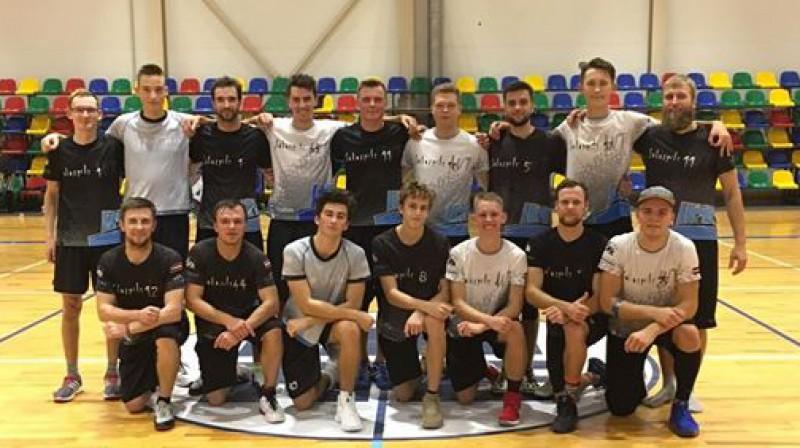 Salaspils Frisbija kluba abas vīriešu komandas. Foto: frisbee.lv