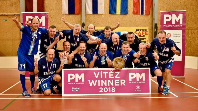 Bauskas veterāni ar izcīnīto trofeju Foto: Prague Masters