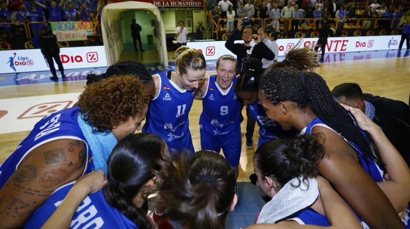 """Aija Putniņa un """"Avenida"""" basketbolistes: 8-0 Spānijas čempionātā. Foto: FEB"""