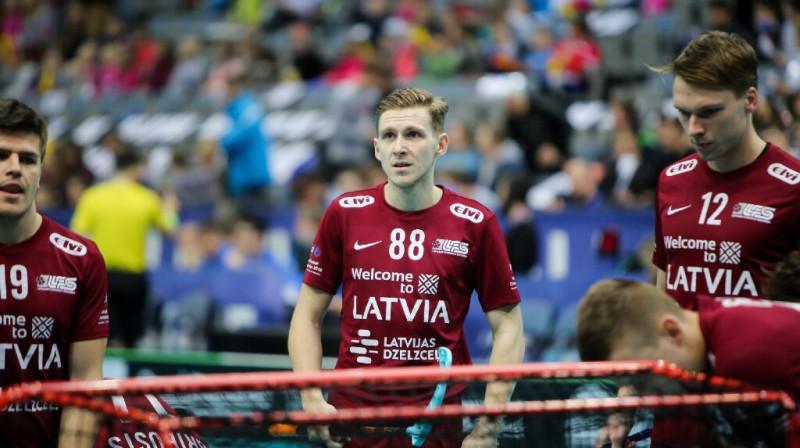 Latvijas vienīgos vārtus 2018. gada ceturtdaļfinālā pret zviedriem (1:14) guva Rolands Kovaļevskis. Foto: Ritvars Raits, Floorball.lv