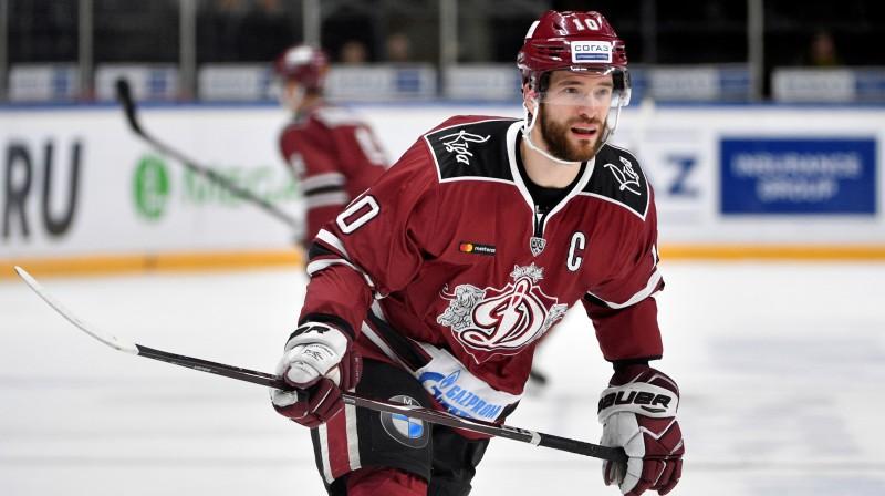 """Lauris Dārziņš arī jaunajā sezonā būs """"Dinamo"""" kapteinis.  Foto: Romāns Kokšarovs/F64"""