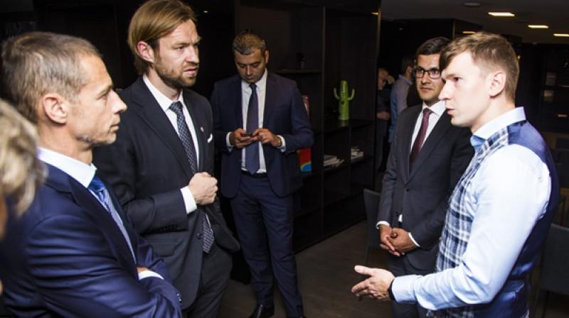 UEFA prezidents Aleksanders Čeferins, Kaspars Gorkšs un Maksims Krivuņecs.