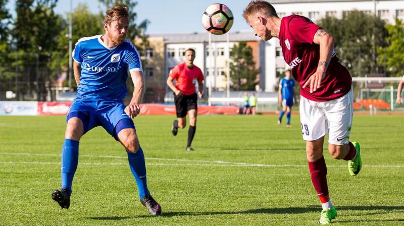"""Renārs Rode (pa kreisi) spēlē pret FK """"Jelgava"""". Publicitātes foto"""