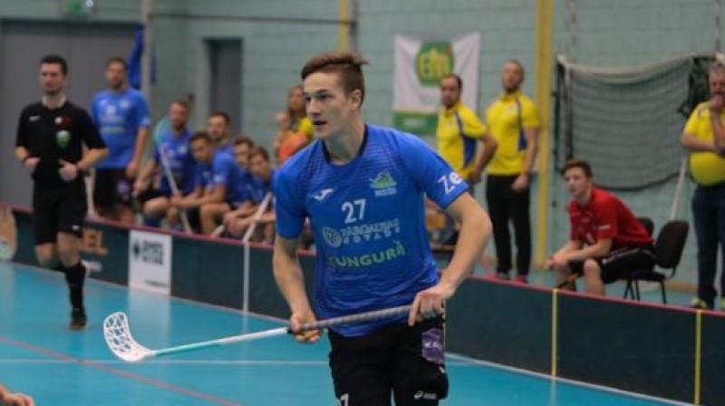 Ar četriem vārtu guvumiem uzvarētāju rindās izcēlās Edgars Puriņš. Foto: Ritvars Raits, floorball.lv