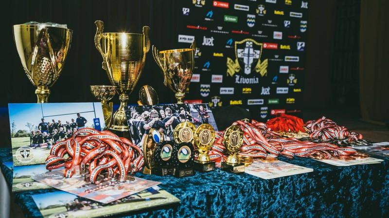 """Regbija kluba """"Livonia"""" balvas sezonas labākajiem."""
