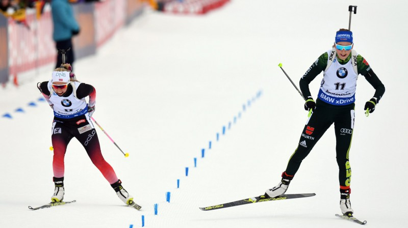 Ingri Lanmarka Tandrevola (no kreisās) un Franciska Proisa finiša spurtā. Foto: AFP/Scanpix