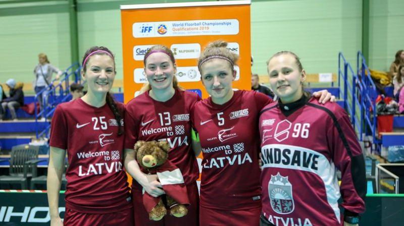 Paula Metāla (no kreisās), Klinta Mārtiņjēkaba, Elīza Elizabete Bērziņa un Kristīne Kirilova. Foto: Latvijas Florbola savienība