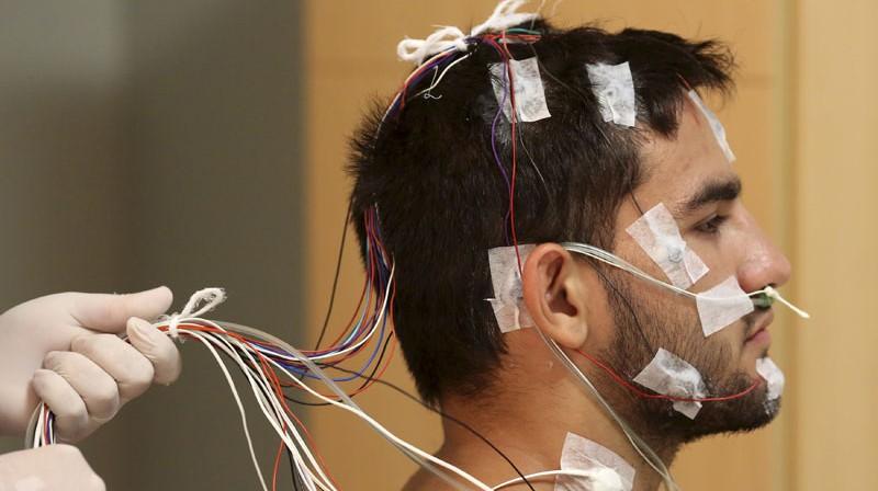 Brazīliešu džudistam Gabrielam de Souzam tiek veiktas pārbaudes Miega institūtā Brazīlijas pilsētā Sanpaulu.  Foto: Reuters/Scanpix