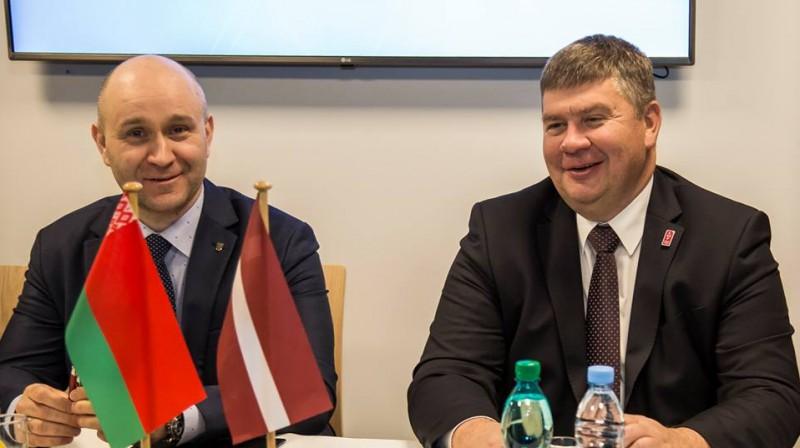Federāciju prezidenti Genadijs Savilovs un Aigars Kalvītis. Foto: Guntis Lazdāns, LHF