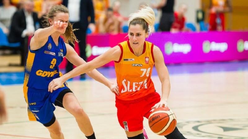 """Elīna Dikeulaku: uzvaras grozs spēlē pret Polijas vicelīderēm """"Arka Gdynia"""". Foto: Sleza Wroclaw"""