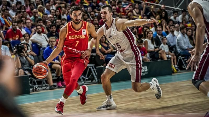 Haime Fernandess un Artis Ate. Foto: FIBA