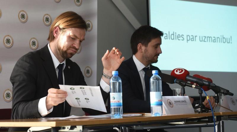 Kaspars Gorkšs un Edgars Pukinsks. Foto: Romāns Kokšarovs, f64