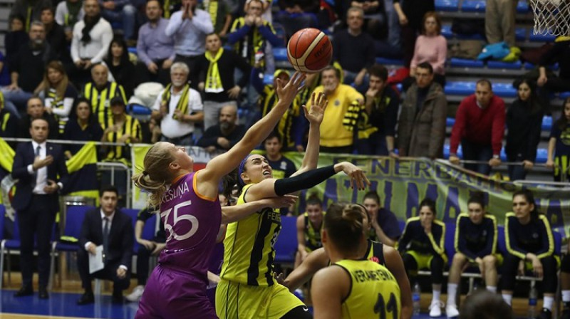 """Kate Krēsliņa izbraukuma spēlē pret """"Fenerbahce"""". Foto: FIBA"""