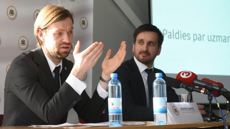 Kaspars Gorkšs un Edgars Pukinsks. Foto: Romāns Kokšarovs/f64