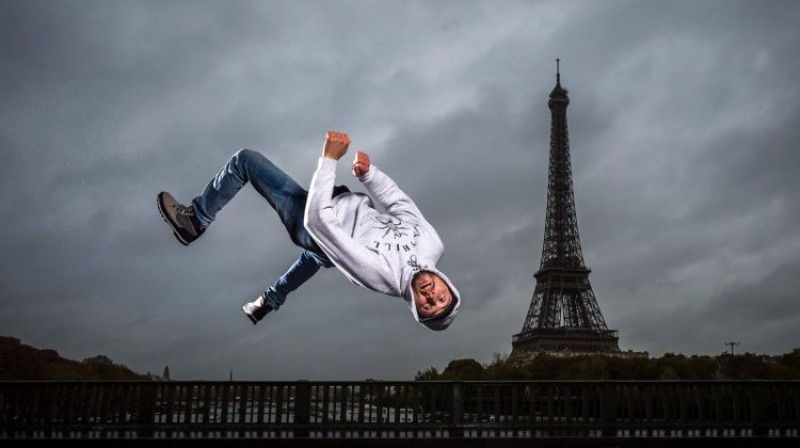 """Ielu deju sporta komandas """"Melting Force"""" prezentācija Parīzes OS. Foto: AFP/Scanpix"""