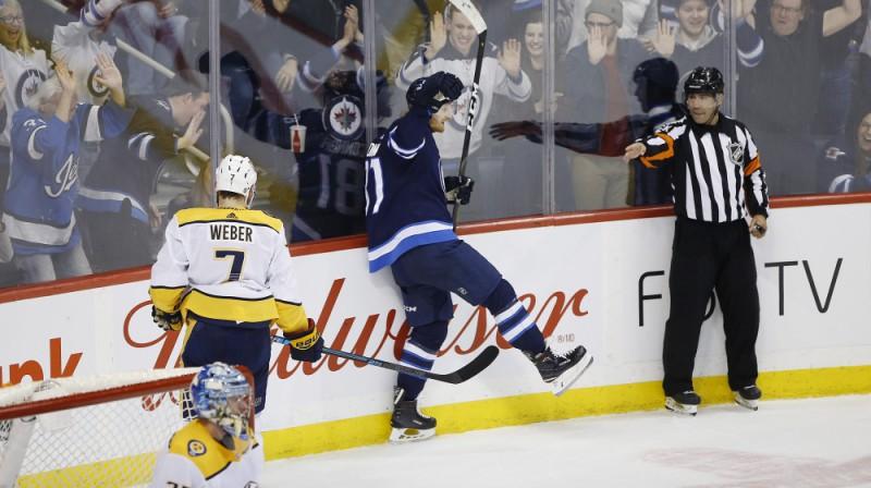 """Kails Konors guva trīs vārtus """"Jets"""" panākumā pār """"Predators"""". Foto: The Canadian Press/PA Images/Scanpix"""