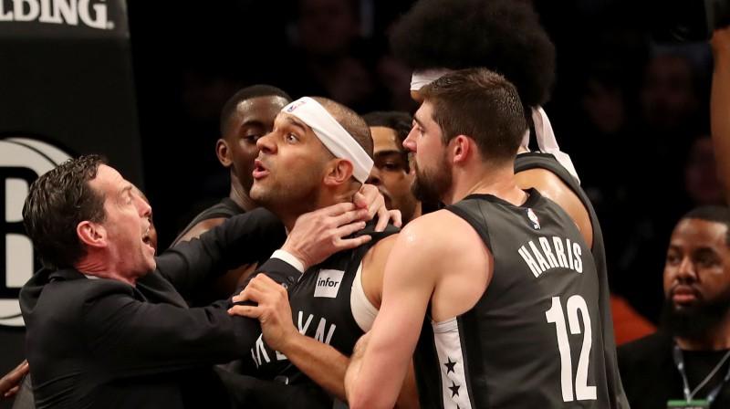 """Bruklinas """"Nets"""" cenšas nomierināt Džeredu Dadliju. Foto: AFP/Scanpix"""