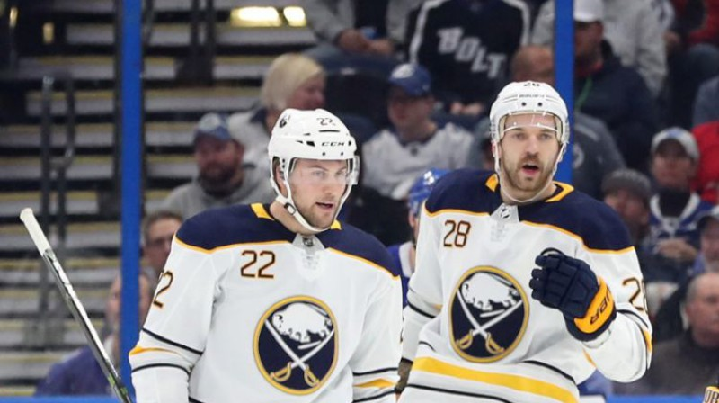 Jūhans Lāšons un Zemgus Girgensons. Foto: USA Today Sports/Scanpix