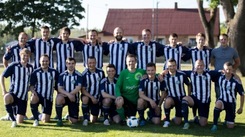 """""""Jaunība""""/""""Upesciems"""" futbolisti. Foto: Rīgas Futbola federācija"""