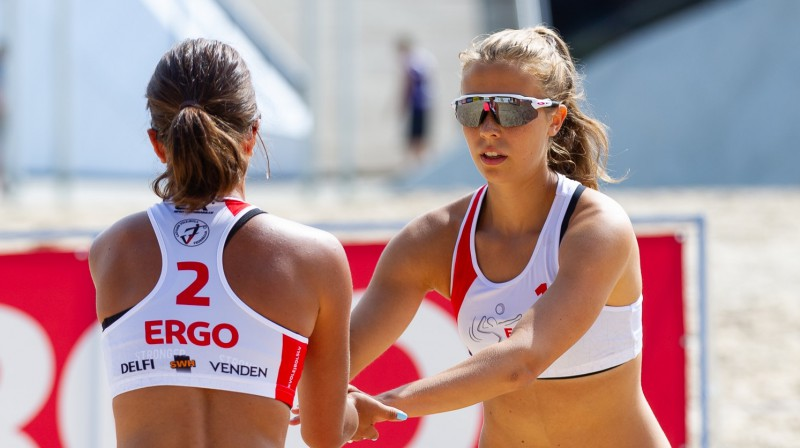 Varvara Brailko un Anete Namiķe. Foto: Latvijas Volejbola federācija