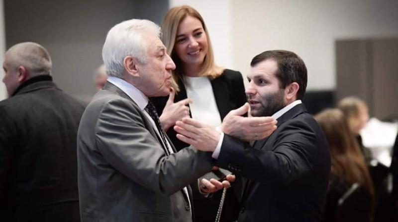 LPBF prezidents Andrejs Ahmedovs (no labās), ģenerālsekretāre Jekaterina Krilova un Latvijas Boksa federācijas ģenerālsekretārs Genādijs Glazkovs. Foto: LPBF