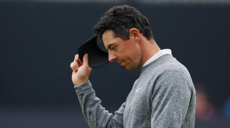 Rorijs Makilrojs skumjš pēc iespaidīga 65 sitienu otrā raunda, jo turnīrs beidzies. Foto: Reuters/Scanpix