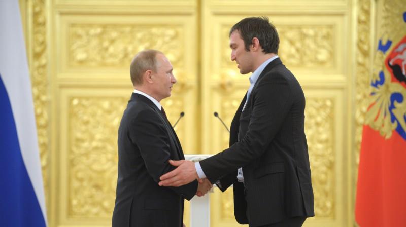 Vladimirs Putins un Aleksandrs Ovečkins. Foto: RIA Novosti/Scanpix