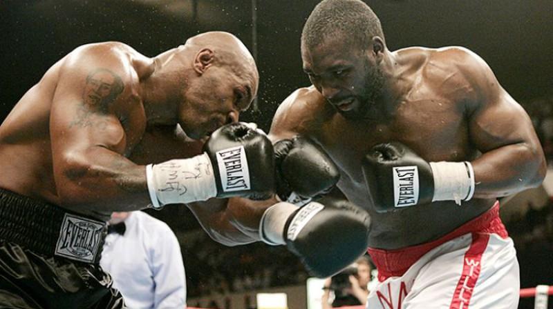 Maiks Taisons pret Deniju Viljamsu 2004. gada vasarā. Foto: Action Images/Reuters/Kai Pfaffenbach