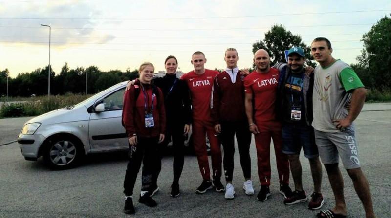 Latvijas komanda pasaules junioru čempionātā. Foto: Latvijas Cīņas federācija