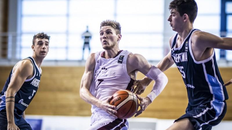 Artūrs Kurucs pret Argentīnas U19 izlasi. Foto: FIBA