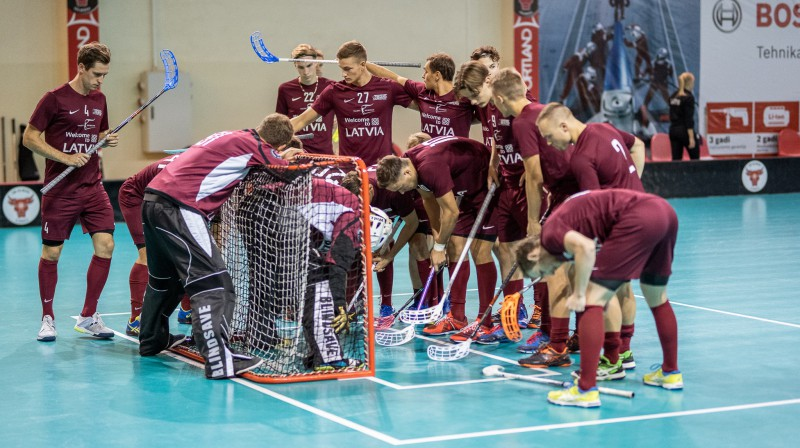 Latvijas izlase. Foto: Raivo Sarelainens, floorball.lv