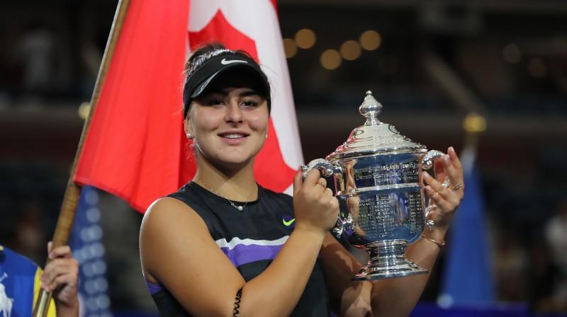 "Bjanka Andresku ar ""US Open"" trofeju. Foto: AFP/Scanpix"